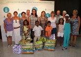 La alcaldesa recibe a un grupo de niños saharauis que pasan el verano con familias del municipio