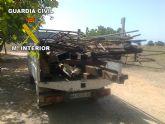 La Guardia Civil detiene a tres personas por robar vigas de hierro de la estructura de una fábrica de cerámica