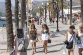 Cruceristas y aficionados de la Med Cup animan el puerto