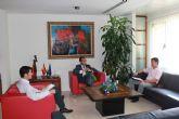 El alcalde de Alhama visita al Consejero de Econom�a y Hacienda para solicitarle mejoras para el municipio