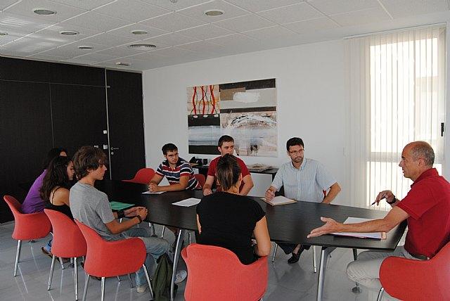 El alcalde se reúne con los universitarios para estudiar nuevas fórmulas de ayuda al transporte - 1, Foto 1