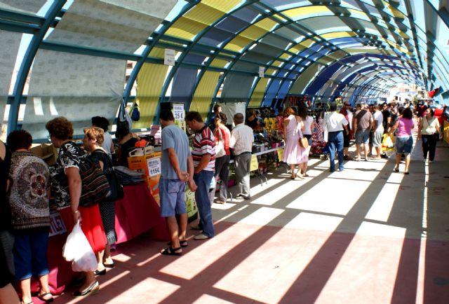 ASEPLU y el Ayuntamiento  organizan la segunda edición del Mercadillo 'Comercio Lumbrerense' para fomentar la actividad de los comercios locales - 1, Foto 1