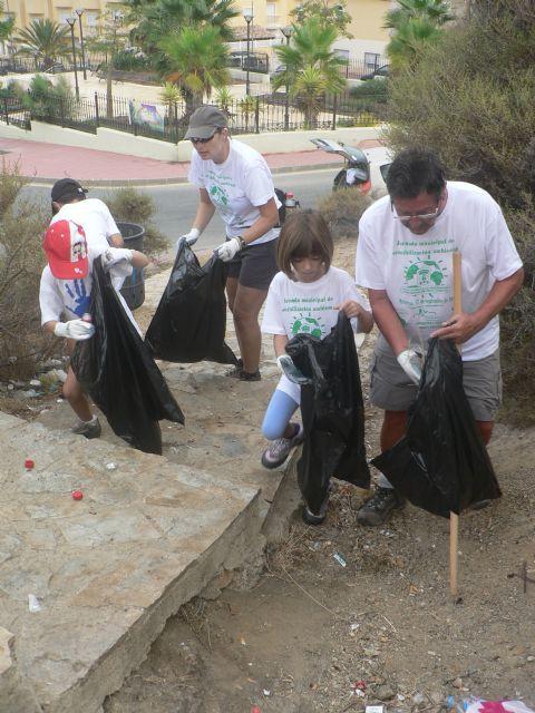 Se recogen un centenar de bolsas de basura durante la I jornada municipal de sensibilización medioambiental - 1, Foto 1