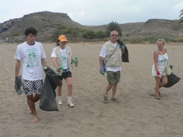 Se recogen un centenar de bolsas de basura durante la I jornada municipal de sensibilización medioambiental - 2, Foto 2