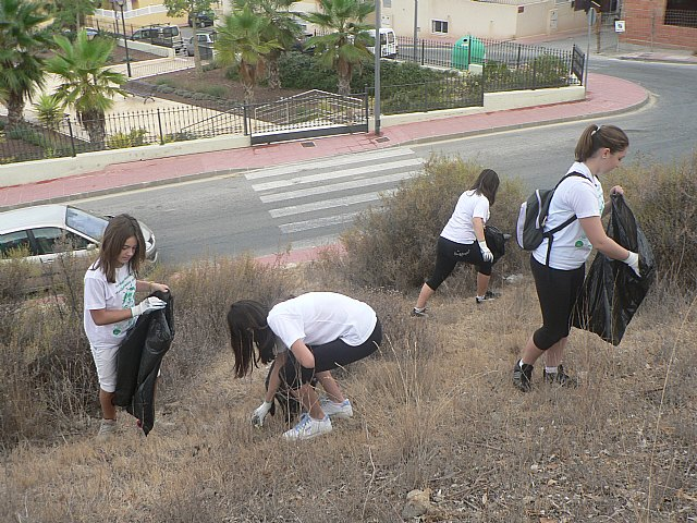 Se recogen un centenar de bolsas de basura durante la I jornada municipal de sensibilización medioambiental - 3, Foto 3