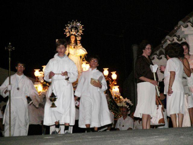 Ni el fuerte viento ni las importantes competiciones deportivas de ayer impidieron que unos 2.000 algaideros acompañaran a su Patrona la Virgen del Rosario - 2, Foto 2
