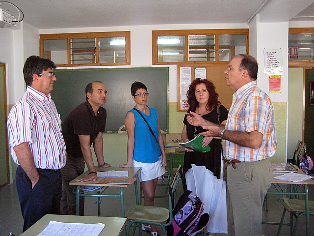 El Grupo Socialista conoce la experiencia del ´Banco de Libros de Texto´ del C.E.I.P. Hellín Lasheras de Javalí Viejo - 1, Foto 1