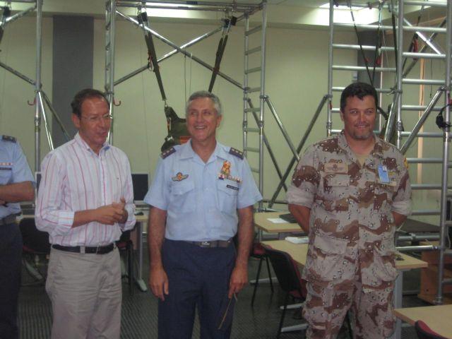 El Alcalde Cámara visita las modernas instalaciones de la Base Aérea de Alcantarilla - 1, Foto 1