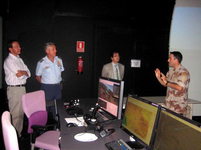 El Alcalde Cámara visita las modernas instalaciones de la Base Aérea de Alcantarilla - 2, Foto 2