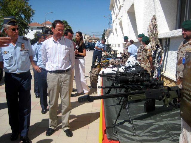 El Alcalde Cámara visita las modernas instalaciones de la Base Aérea de Alcantarilla - 3, Foto 3