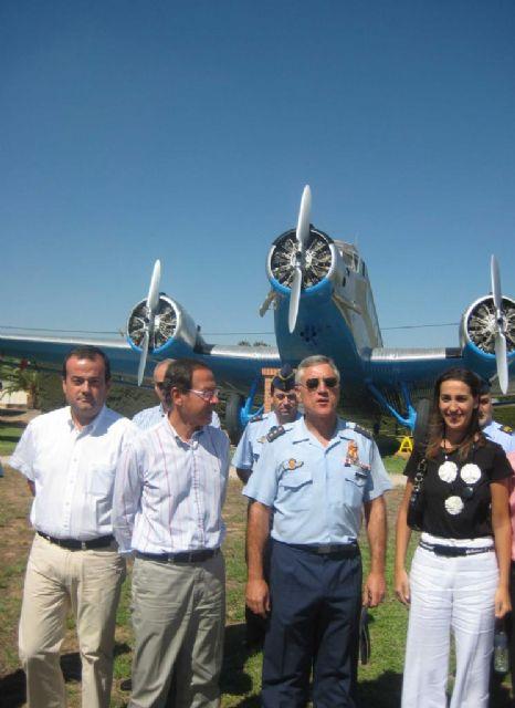 El Alcalde Cámara visita las modernas instalaciones de la Base Aérea de Alcantarilla - 4, Foto 4