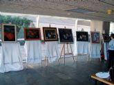 Las alumnas de los talleres de pintura muestran al público diez años de creaciones