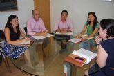 La alcaldesa y la concejal de Sectores Productivos se reúnen con la directiva de la Asociación de Jóvenes Empresarios del Guadalentín