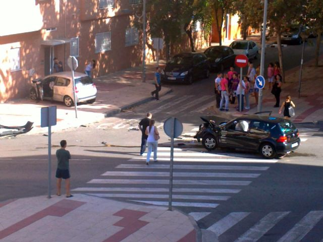 Los socialistas exigen mejoras urgentes en la regulación del tráfico de la pedanía de Santiago y Zaraiche - 1, Foto 1
