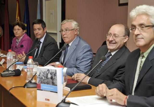 La Universidad de Murcia presenta el libro del profesor José Luis Villacañas - 3, Foto 3