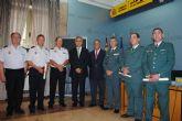 González Tovar entrega títulos de la Orden del Mérito Civil a miembros del CNP y la GC