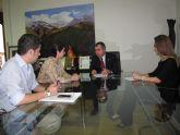 La alcaldesa y el consejero de Presidencia se reúnen para dar un impulso a la DIA del Plan General