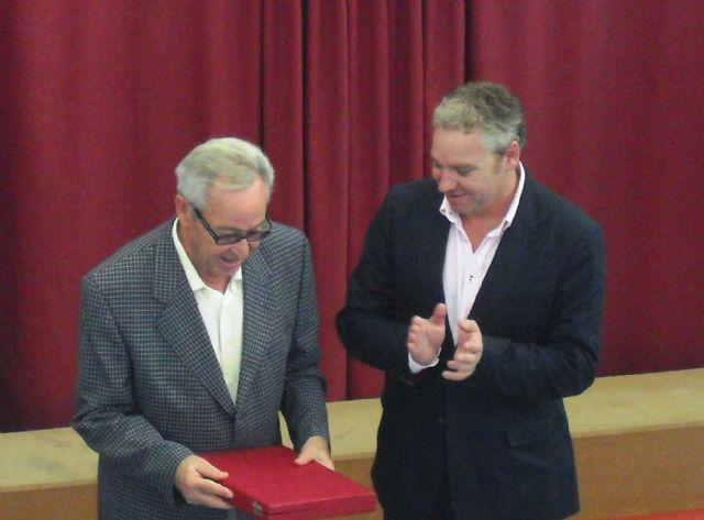 El ayuntamiento homenajea a Rafael Garcia Castillo como Mayor del año 2011 - 1, Foto 1