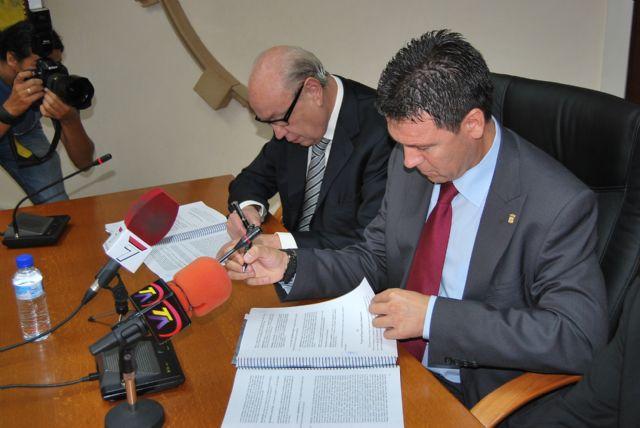 El alcalde de Alhama firma el convenio con Samper para la construcción del Parque Temático Paramount - 1, Foto 1