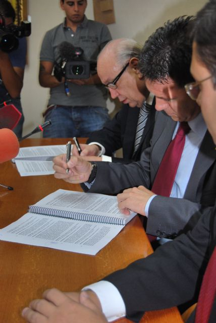 El alcalde de Alhama firma el convenio con Samper para la construcción del Parque Temático Paramount - 4, Foto 4