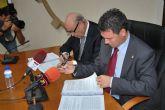 El alcalde de Alhama firma el convenio con Samper para la construcci�n del Parque Tem�tico Paramount