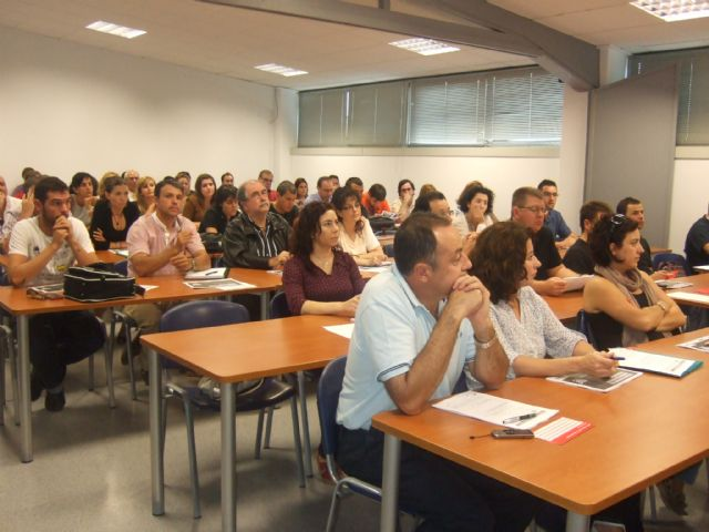 Cerca de ochenta personas ampl�an sus conocimientos sobre el uso y aprovechamiento de las nuevas tecnolog�as aplicadas a la empresa, Foto 1
