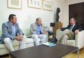 El consejero de Presidencia recibe al alcalde de Moratalla