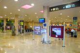 La exposición 'San Javier desde otro ángulo' se puede ver ahora en la sala de facturación del aeropuerto de San Javier