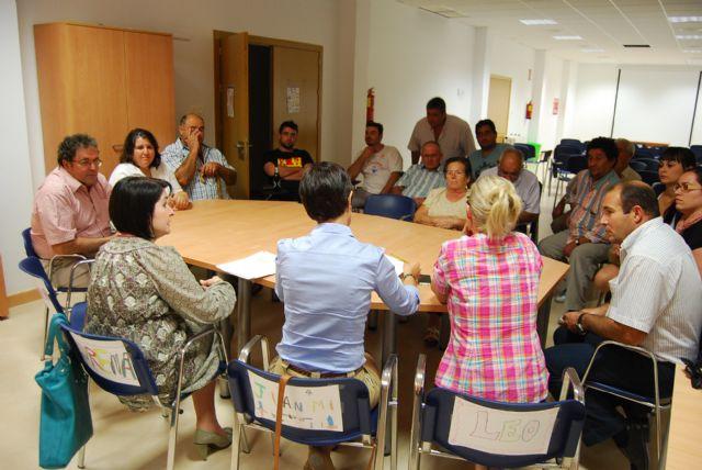 The Mayor and City Council of Neighborhood Relations meet with neighbors Lebor