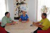 El Alcalde y el concejal de Comercio  se reúne con el delegado de CCOO en el aeropuerto