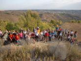 Unas 50 personas participan en la ruta de senderismo por la Sierra de la Muela y playa del Portús