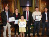 Ziortza Pedraza y �lvaro Morales, premiados por Aqualia