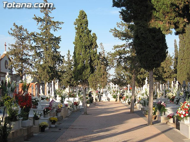 More than 400 citizens who have ownership of funerary law in the municipal cemetery and its data are updated at the town hall
