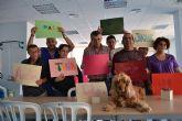 El Centro de Día de Mazarrón lleva a cabo una terapia con perros para ayudar a personas con discapacidad intelectual