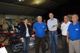 El Alcalde inauguró la exposición de motos antiguas que se puede ver este fin de semana en el parque Almansa