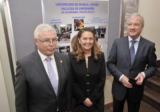 El presidente regional inaugura los actos del XX aniversario de la Facultad de Enfermería - 4, Foto 4