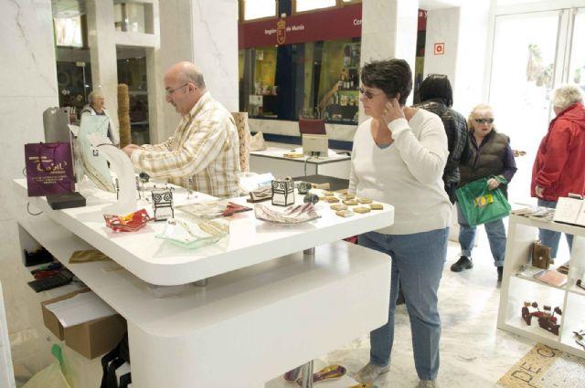 Turistas extranjeros descubren los productos artesanos de la Región - 2, Foto 2
