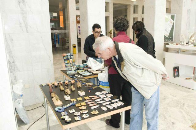 Turistas extranjeros descubren los productos artesanos de la Región - 3, Foto 3