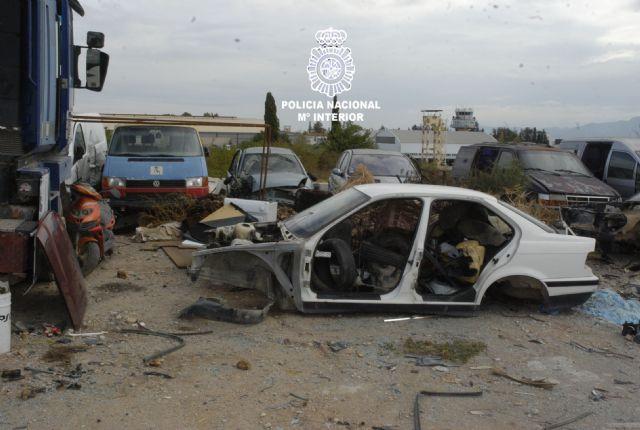 La Policía Nacional detiene a dos vecinos del Palmar implicados en la sustracción de vehículos aparcados en la vía pública, mediante una grúa - 1, Foto 1