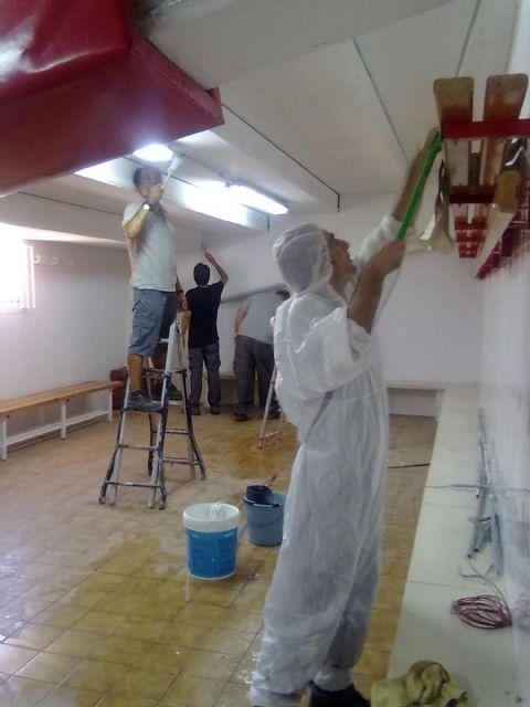 Alumnos de la ADLE realizan tareas de mantenimiento en el Centro Cívico de El Algar - 1, Foto 1