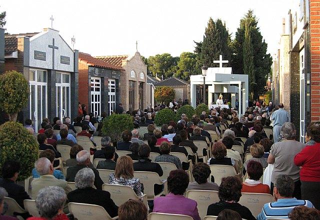El consistorio incrementa el servicio de transporte público y habilita un millar de plazas de aparcamiento en el Cementerio San Damián para el Día de los Santos - 1, Foto 1