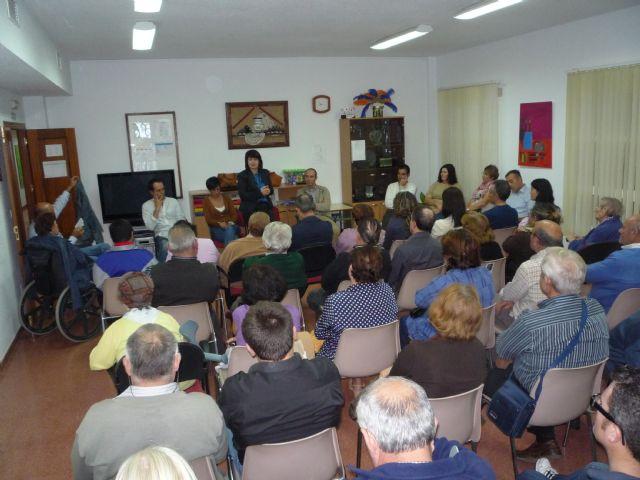 Autoridades municipales informan a los familiares de usuarios del Centro de Día para Personas con Discapacidad José Moyá Trilla de las líneas de trabajo previstas para el nuevo curso 2011/12, Foto 2