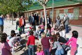 Los alumnos del colegio 'Jacinto Benavente' protagonistas en la plantación de arbolado en su centro