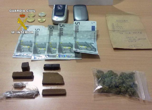 La Guardia Civil detiene a una persona mientras realizaba un intercambio de droga en Cieza - 1, Foto 1