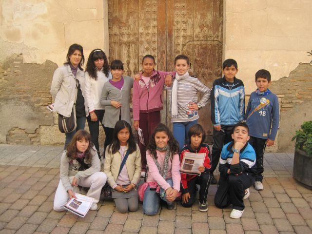 Alumnos del Ricardo y Codorniu visitan el Archivo municipal, Foto 2