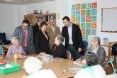 La consejera Palacios visita a los dependientes de la residencia Altavida de Abanilla