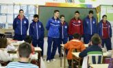 El Reale Cartagena visita varios centros escolares de la ciudad