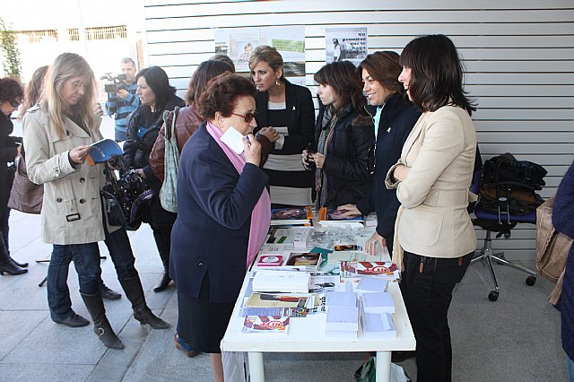Torre-Pacheco celebra el día contra la violencia de género - 2011 - 2, Foto 2