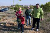 Los más pequeños de La Vaguada visten su barrio de verde