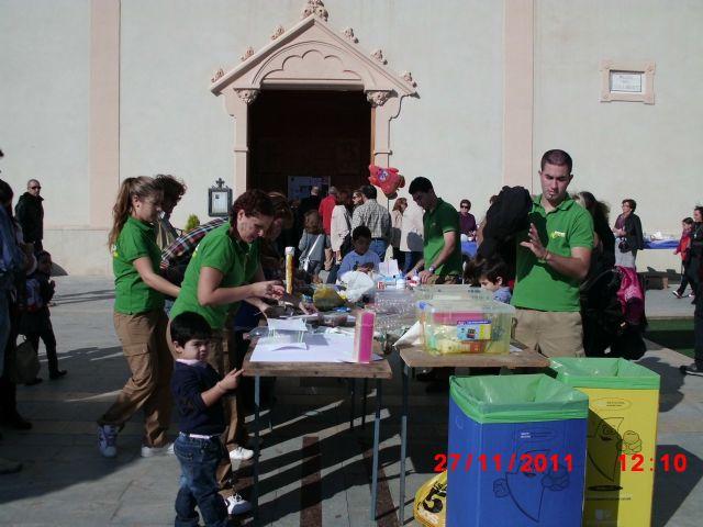 Los niños aprenden a fabricar sus propios juguetes con material de reciclaje - 1, Foto 1